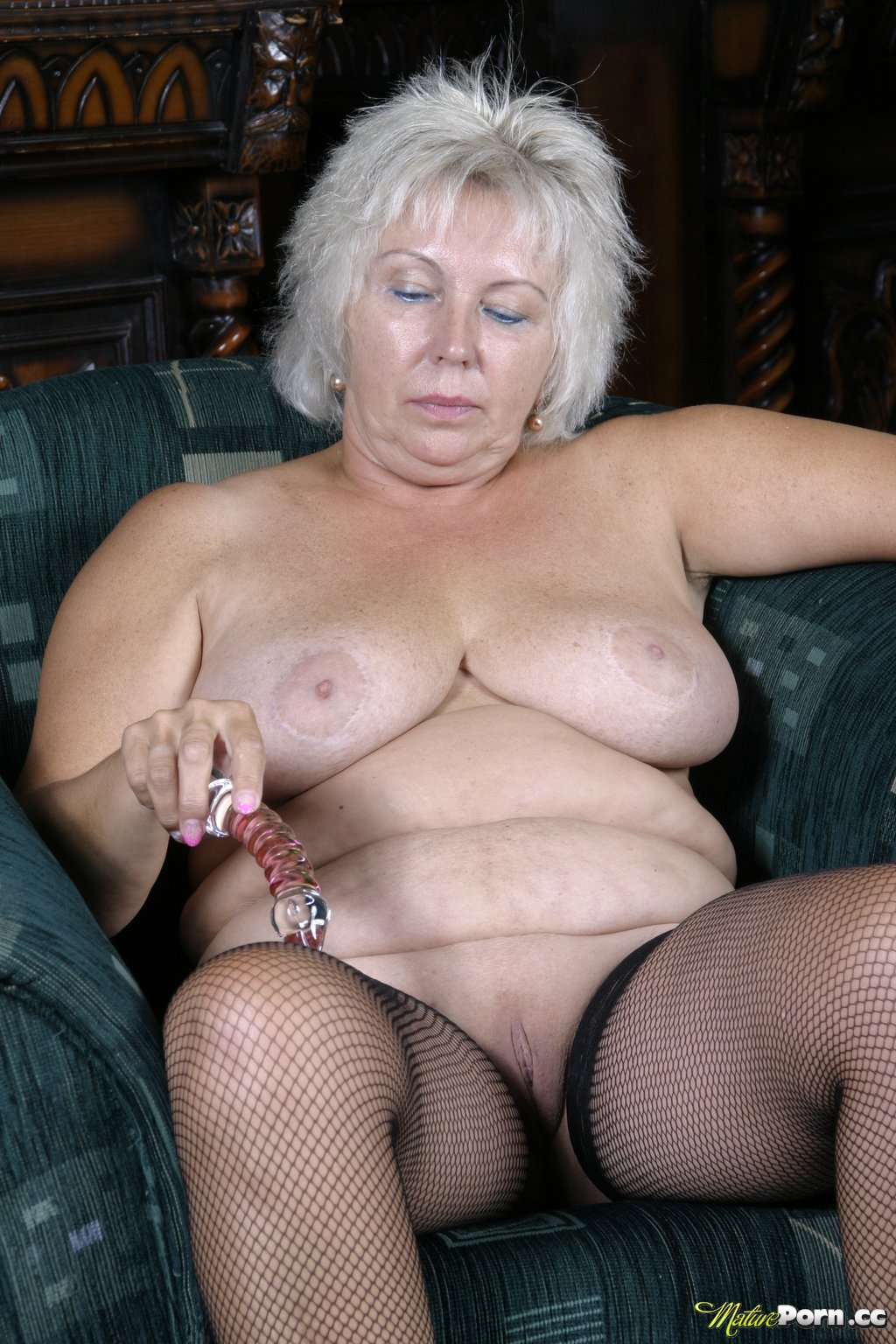 big granny shaved pussy